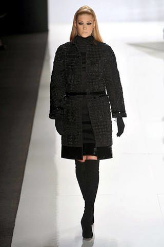 Sleeve, Shoulder, Human leg, Textile, Standing, Joint, Style, Fashion model, Knee, Street fashion,