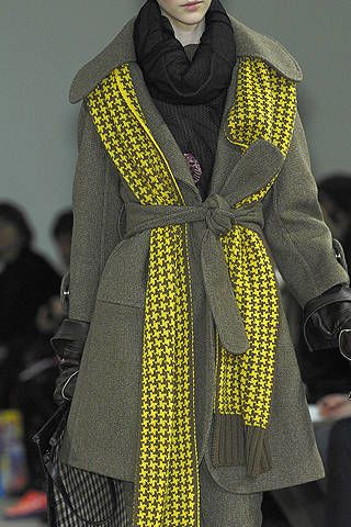 Sleeve, Fashion show, Textile, Outerwear, Fashion model, Style, Street fashion, Wrap, Fashion, Pattern,