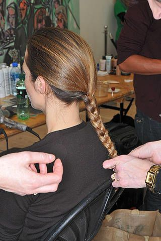 Arm, Hairstyle, Hand, Wrist, Style, Beauty salon, Bag, Long hair, Thumb, Nail,