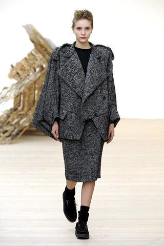 Clothing, Sleeve, Shoulder, Fashion show, Textile, Joint, Outerwear, Style, Fashion model, Street fashion,