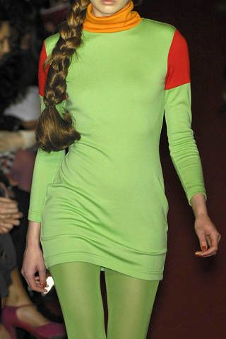 Sleeve, Green, Shoulder, Joint, Standing, Thigh, Neck, Active pants, Waist, Costume accessory,