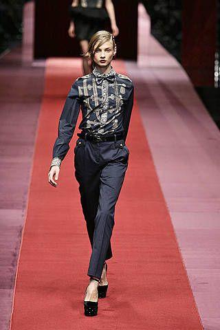 Human body, Textile, Style, Fashion show, Flooring, Fashion, Runway, Carpet, Fashion model, Street fashion,