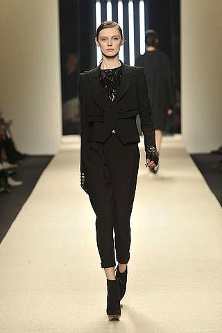 Fashion show, Shoulder, Joint, Runway, Outerwear, Standing, Fashion model, Formal wear, Style, Waist,
