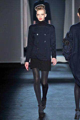 Clothing, Leg, Sleeve, Human body, Joint, Outerwear, Style, Fashion show, Knee, Fashion model,