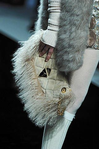 Textile, Natural material, Fashion, Fur clothing, Animal product, Wing, Fur, Feather, Fashion design, Silver,