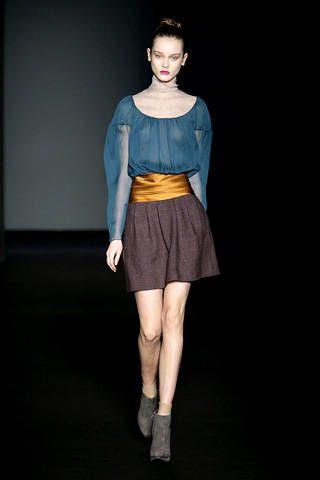 Clothing, Leg, Sleeve, Human body, Shoulder, Human leg, Textile, Joint, Standing, Waist,
