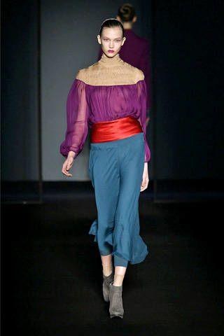 Human, Human body, Shoulder, Fashion show, Textile, Joint, Human leg, Style, Waist, Fashion model,