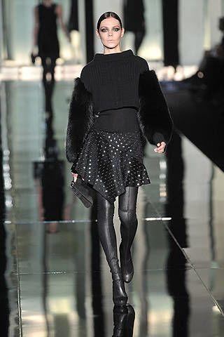 Sleeve, Style, Fashion show, Fashion model, Street fashion, Knee, Fashion, Winter, Waist, Tights,