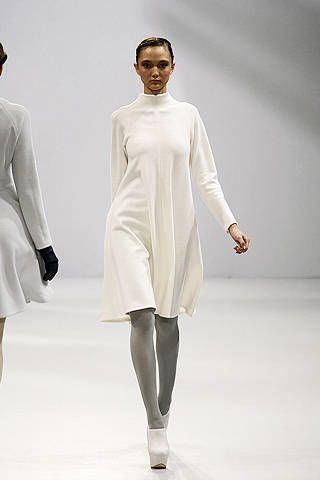Clothing, Sleeve, Human body, Shoulder, Joint, White, Standing, Fashion show, Style, Fashion model,