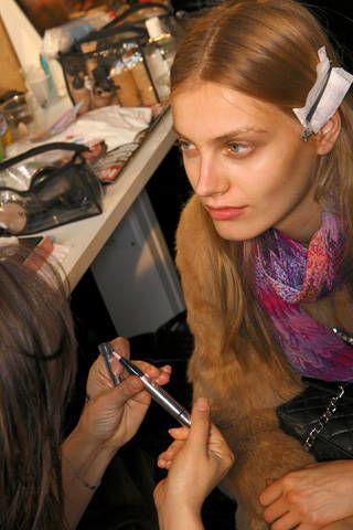 Finger, Hairstyle, Eyebrow, Nail, Style, Wrist, Eyelash, Earrings, Long hair, Cosmetics,