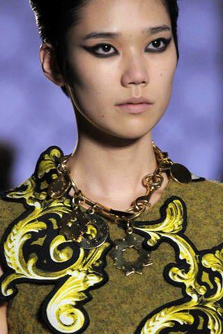 Lip, Hairstyle, Chin, Eyebrow, Style, Eyelash, Iris, Fashion, Black hair, Neck,