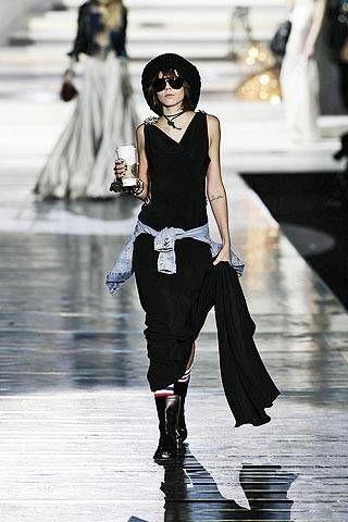 White, Style, Street fashion, Fashion show, Fashion, Fashion model, Black hair, Black, Youth, Knee,