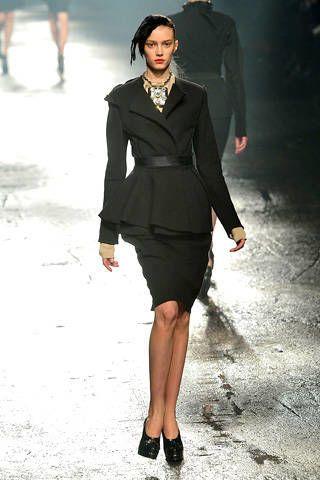 Clothing, Sleeve, Human body, Shoulder, Human leg, Joint, Fashion show, Formal wear, Dress, Fashion model,