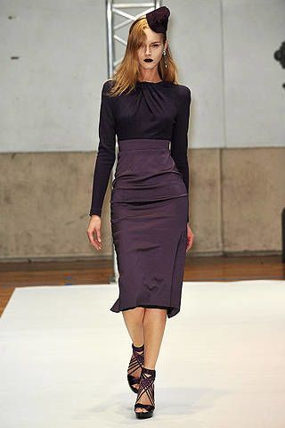 Sleeve, Human leg, Shoulder, Fashion show, Dress, Joint, Fashion model, Waist, Style, Formal wear,