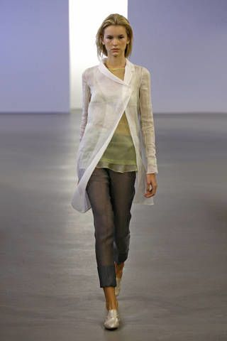 Brown, Sleeve, Human body, Shoulder, Textile, Standing, Joint, Outerwear, Denim, Style,