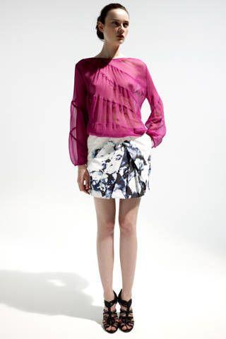 Clothing, Leg, Sleeve, Human body, Human leg, Shoulder, Textile, Joint, White, Fashion model,