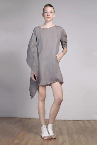 Clothing, Leg, Sleeve, Human leg, Human body, Shoulder, Standing, Joint, Dress, Style,
