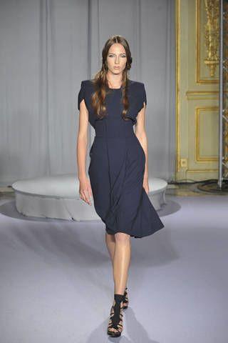 Clothing, Dress, Sleeve, Human leg, Shoulder, Joint, One-piece garment, Style, Formal wear, Fashion model,