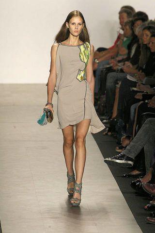 Clothing, Footwear, Leg, Brown, Human leg, Fashion show, Shoulder, Joint, Dress, Runway,