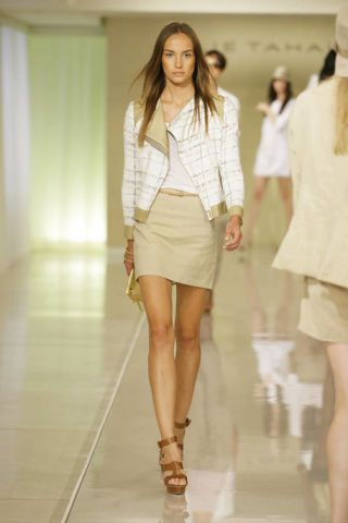 Clothing, Leg, Brown, Human leg, Sleeve, Shoulder, Fashion show, Joint, Outerwear, White,