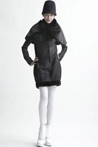 Clothing, Leg, Sleeve, Human leg, Shoulder, Textile, Coat, Standing, Photograph, Joint,
