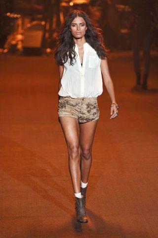 Leg, Brown, Sleeve, Human leg, Shoulder, Joint, Fashion show, Style, Shorts, Fashion model,