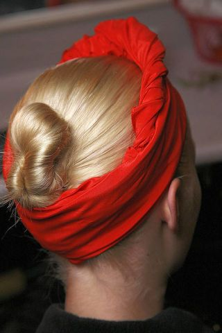 Hairstyle, Forehead, Red, Style, Headgear, Fashion, Maroon, Hair coloring, Blond, Coquelicot,