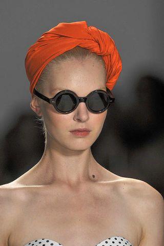 Clothing, Eyewear, Glasses, Vision care, Lip, Shoulder, Sunglasses, Style, Goggles, Headgear,