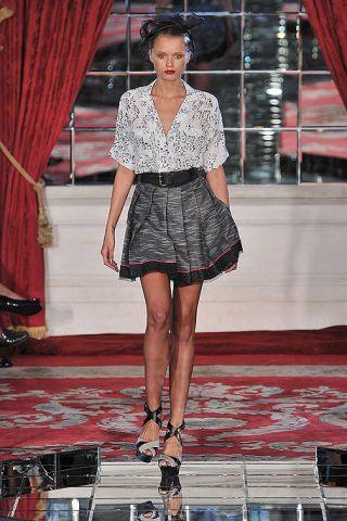 Clothing, Shoulder, Textile, Joint, Human leg, Red, Style, Fashion accessory, Street fashion, Fashion,