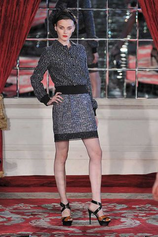 Footwear, Sleeve, Human leg, Shoulder, Flooring, Red, Textile, Joint, Dress, Style,