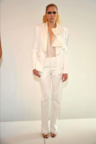 Clothing, Sleeve, Collar, Shoulder, Dress shirt, Joint, Standing, White, Formal wear, Style,