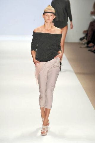 Clothing, Leg, Sleeve, Human body, Shoulder, Fashion show, Joint, Human leg, Standing, White,