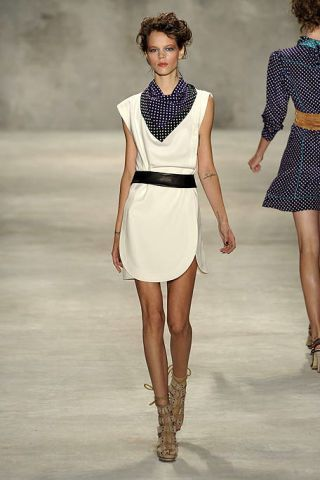 Clothing, Leg, Sleeve, Human leg, Shoulder, Textile, Fashion show, Joint, White, Standing,