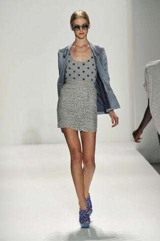 Clothing, Leg, Brown, Sleeve, Shoulder, Human leg, Fashion show, Joint, Outerwear, Style,