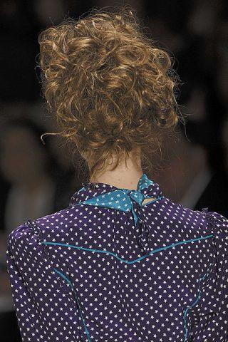 Blue, Hairstyle, Collar, Sleeve, Dress shirt, Pattern, Style, Polka dot, Street fashion, Fashion,