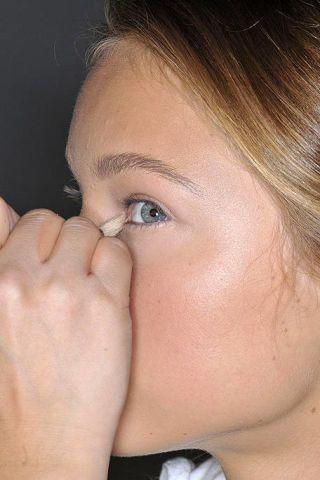 Finger, Cheek, Hairstyle, Skin, Forehead, Eyebrow, Eyelash, Style, Nail, Organ,