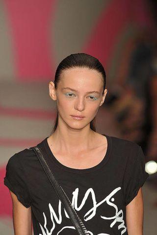 Head, Lip, Hairstyle, Forehead, Shoulder, Eyebrow, Style, Eyelash, Fashion, Beauty,