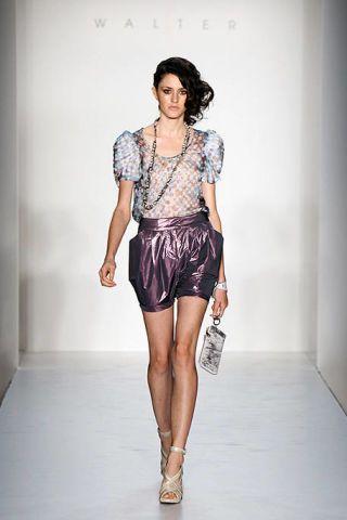 Clothing, Leg, Sleeve, Human leg, Shoulder, Fashion show, Joint, White, Waist, Style,