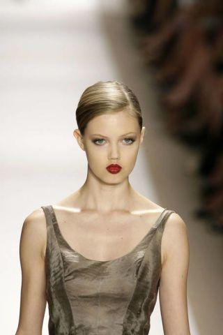 Ear, Lip, Hairstyle, Eyebrow, Eyelash, Style, Fashion model, Beauty, Fashion, Neck,