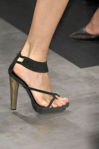 Footwear, Leg, Human leg, Joint, High heels, Toe, Foot, Sandal, Fashion, Basic pump,