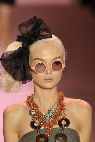 Eyewear, Vision care, Fashion accessory, Style, Jewellery, Sunglasses, Costume accessory, Body jewelry, Fashion, Neck,