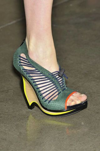 Footwear, Green, Human leg, Joint, Fashion, Foot, Teal, Tan, Toe, Close-up,