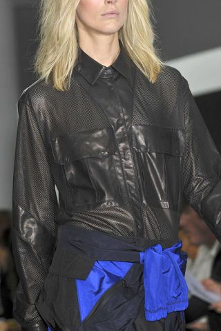 Sleeve, Collar, Dress shirt, Textile, Jacket, Fashion, Leather, Street fashion, Blond, Fashion design,