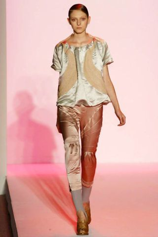 Leg, Brown, Sleeve, Human body, Human leg, Shoulder, Textile, Joint, Outerwear, Style,