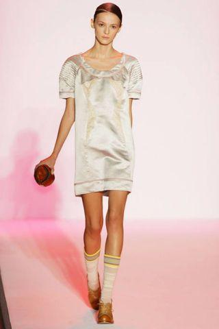 Clothing, Sleeve, Human body, Shoulder, Human leg, Joint, Dress, Knee, One-piece garment, Waist,