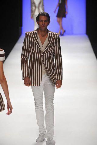 Clothing, Fashion show, Sleeve, Human body, Shoulder, Joint, Runway, Style, Fashion model, Waist,
