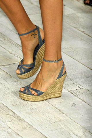 Brown, Human leg, Toe, Joint, Style, Sandal, High heels, Tan, Foot, Fashion,