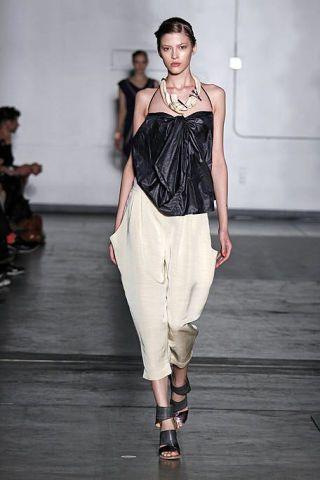 Fashion show, Human body, Shoulder, Runway, Joint, Outerwear, Style, Fashion model, Fashion accessory, Waist,