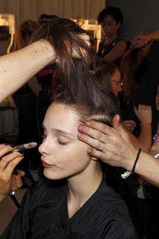 Face, Head, Hairstyle, Beauty salon, Eyebrow, Hand, Style, Barber, Hairdresser, Makeup artist,