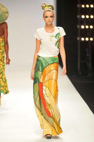 Leg, Shoulder, Fashion show, Textile, Joint, Waist, Style, Runway, Fashion model, Trunk,